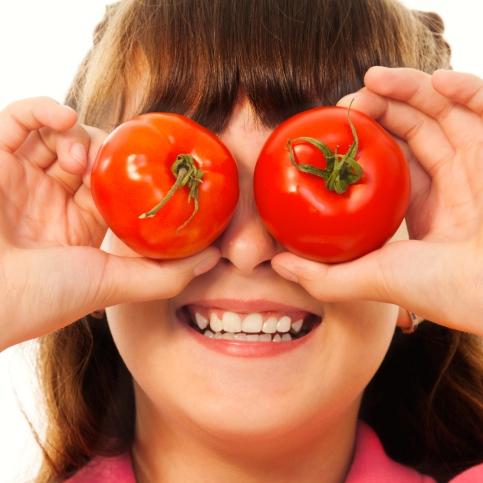 Las niñas deben comer más frutas y vegetales