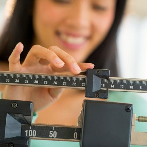 Para perder peso y beneficiar al corazón, es más efectivo reducir carbohidratos que grasas