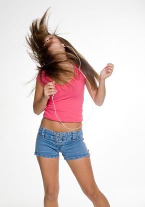 Las distracciones por uso de auriculares pueden conducir a un accidente grave