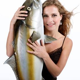 Un componente de los pescados y mariscos puede ayudar al corazón femenino