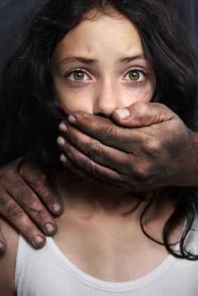Las niñas que sufren de abuso sexual podrían tener problemas con el alcohol en la adultez