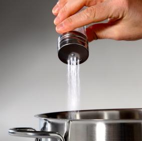 El consumo de sal sube a nivel mundial. ¡Controla el tuyo!