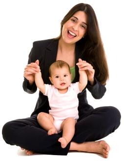 ¿Por qué revisa el pediatra las caderas del bebé en cada visita?