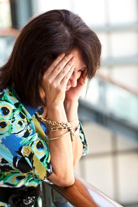 La causa de la artritis reumatoide es una combinación de factores genéticos y ambientales