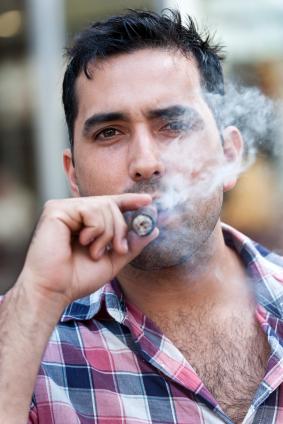 Fumar es más dañino para el cerebro de los hombres