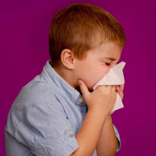 Cuando los niños tienen un catarro o resfriado… ¿Es seguro darles medicina?