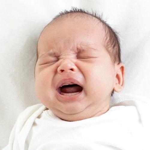 Mi bebé llora mucho: ¿será cólico?
