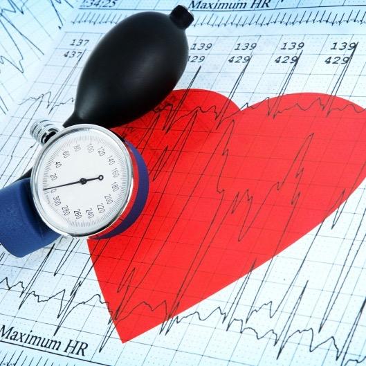 ¿Cuál es la relación entre la presión arterial alta y la salud del corazón?