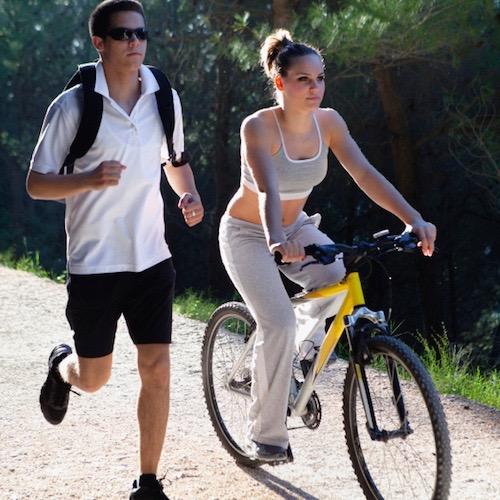 Correr o andar en bicicleta: ¿cuál te conviene más?