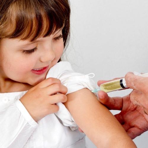 He oído muchos rumores sobre las vacunas. ¿Debo vacunar a mis hijos?