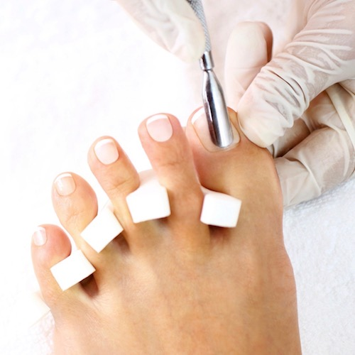 Para tener uñas saludables, ten cuidado con el manicure y el pedicure