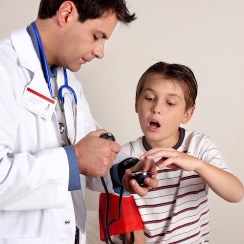 Causas de la hipertensión en los niños