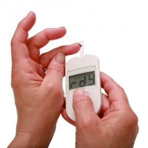 midiendo el nivel de glucosa en la sangre