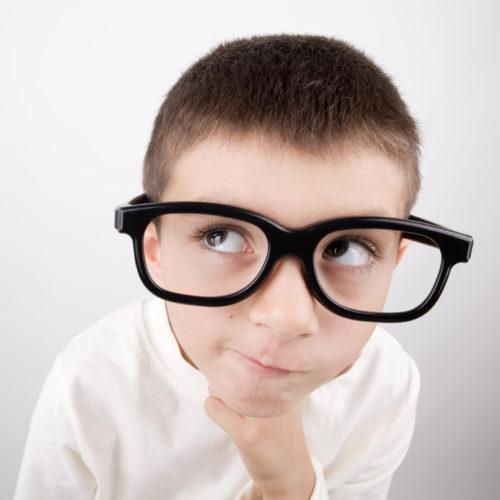 ¿Qué puedes hacer si tu hijo o hija no quiere usar lentes?